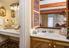 Deluxe Room Bathroom Vanities